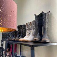 Mezcalero Boots New Collection  Shop online: www.moodluxurytorino.com Spedizione gratuita H24 in tutta Italia 🇮🇹 #mezcalero #moodluxury #boots #mexico #torinoèlamiacittà #pinotorinese #chieri #sanmaurotorinese #pecetto #candia #viverone #ivrea #chivasso #settimotorinese #biella #novara #arona #vercelli #rivoli #collegno #avigliana #giaveno #alba #cuneo #bra #cavour #asti #alessandria #grugliasco #beinasco