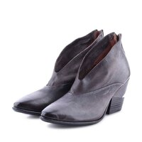 A.S.98  New Collection  Shop On Line Spedizione gratuita in tutta Italia 🇮🇹 www.moodluxurytorino.com  #as98 #style #collection #fashion #mood #lady #shoes #musthave #boots #boutiquetorino