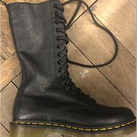 Dr.Martens New Collection  Shop On Line www.moodluxurytorino.com  #drmartens #fashion #black #lady #shoes #collection #love #newcollection #musthave #swiss #shopping #boutiquetorino